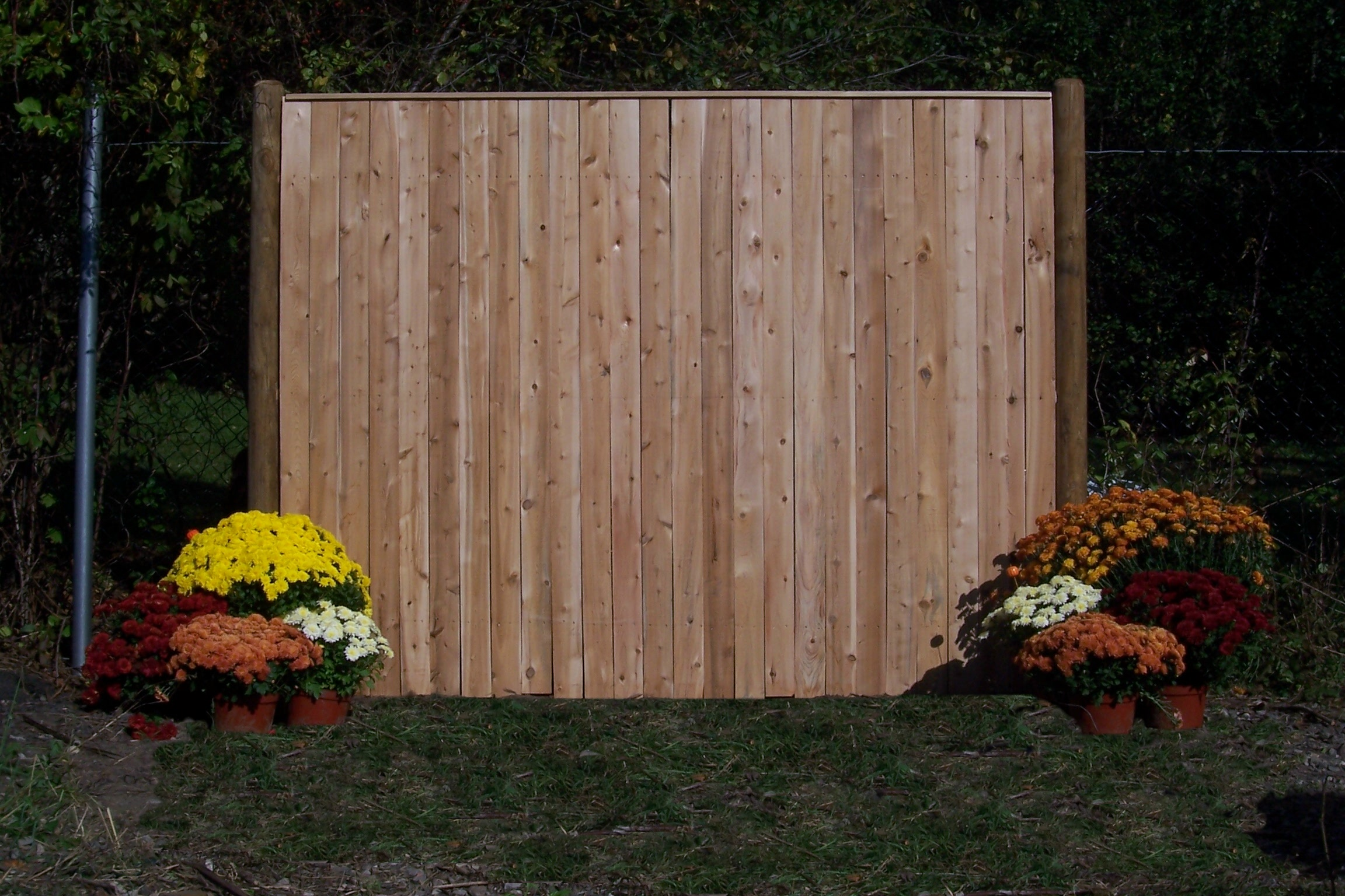 How to Install Pre-Fabricated Fence Panels | Garden Guides